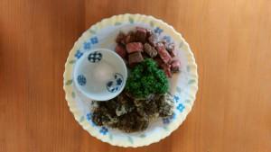 沖縄モズクの天ぷらとサイコロステーキ梅塩添え